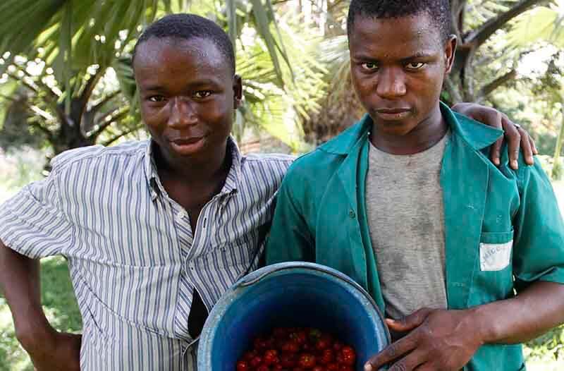 Jovenes atendidos en uno de los proyectos de Fundación Amigó en Costa de Marfil